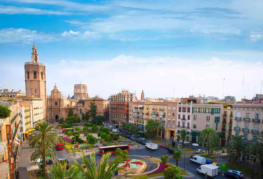 Costa de Valencia - vista panoramica de la ciudad de valencia y la catedral