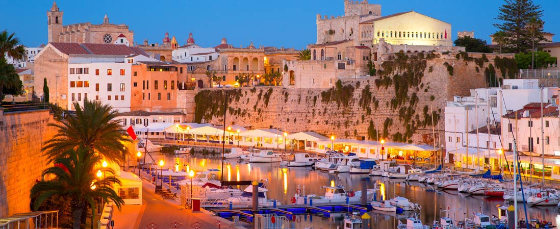 panoramica del puerto de Ciutadella en Menorca en las islas baleares