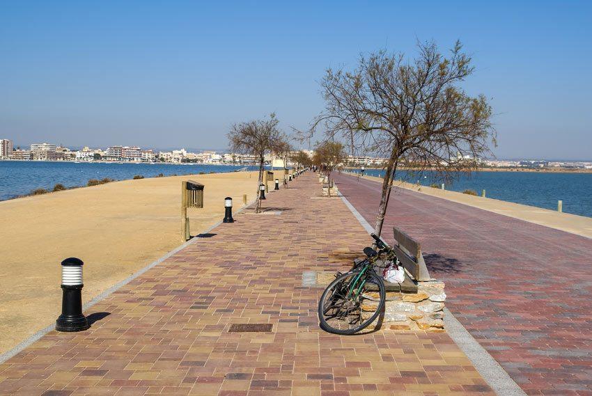 Paseo-con-carril-bici-San-Pedro-de-Pinatar