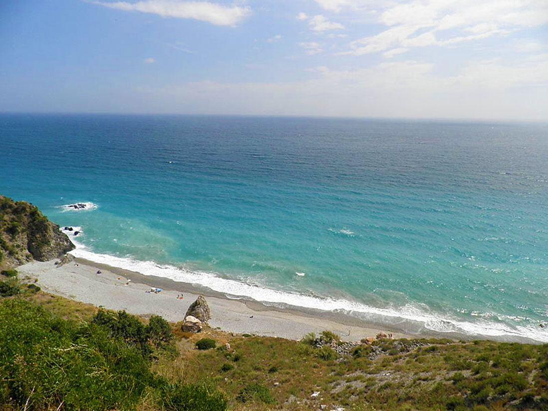 Vista Panoramica playa de El Pino , Nerja, Malaga