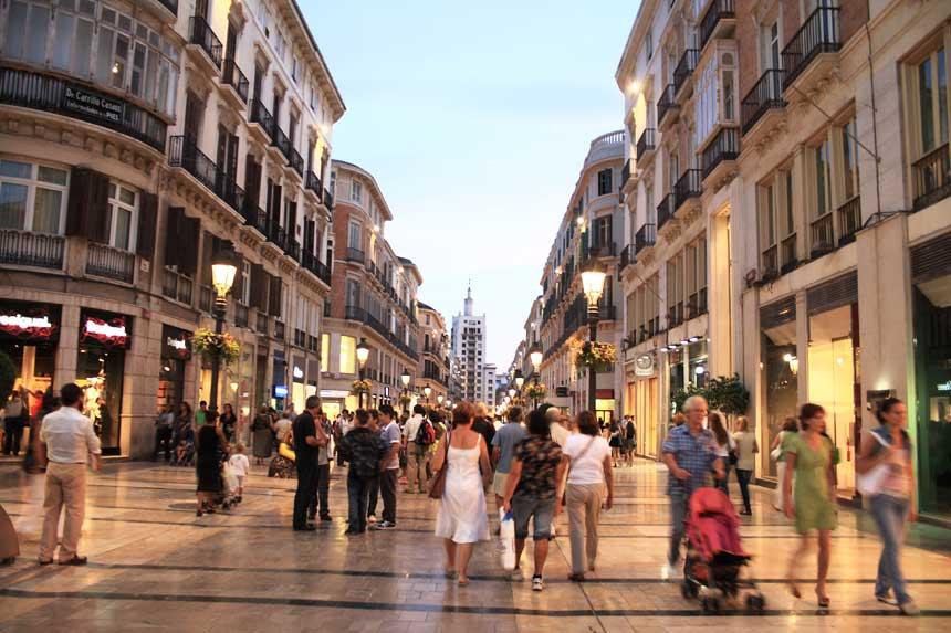 Calle Larios al anochecer en el centro de Malaga