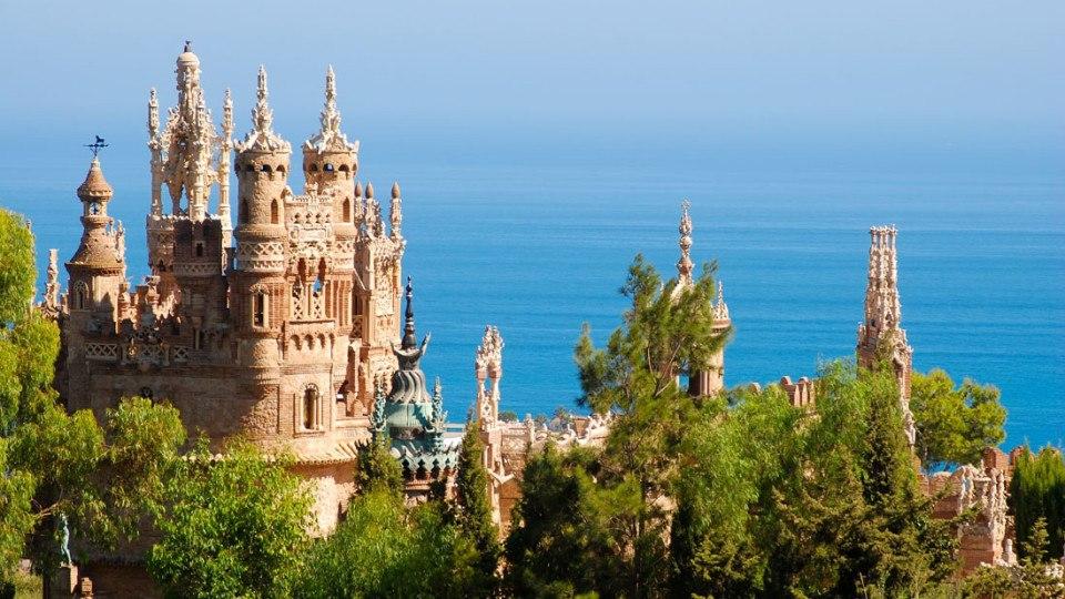 Vista aerea Castillo de Colomares en Benalmadena, Marbella