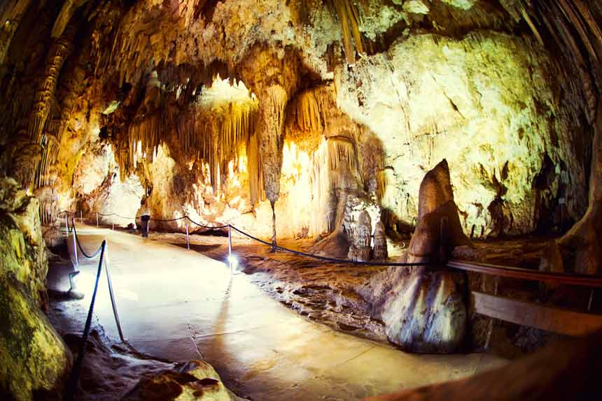 estalactitas de las cuevas de Nerja