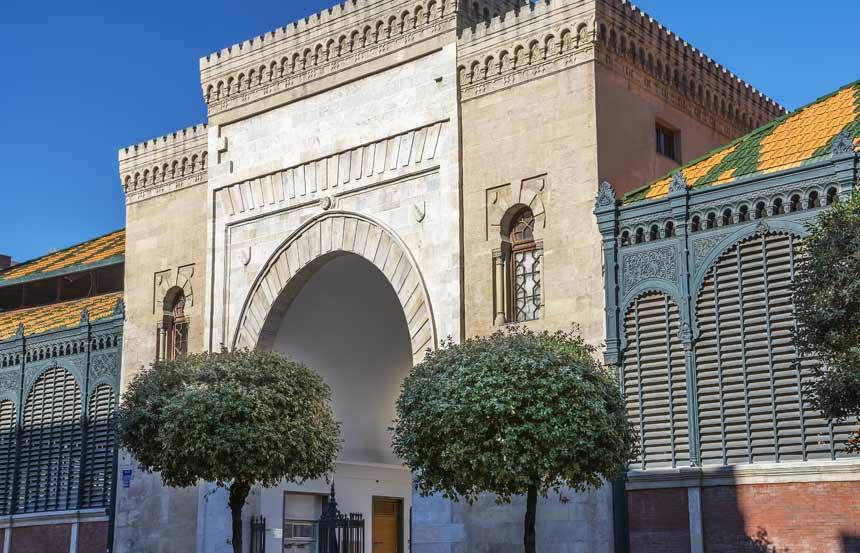 Fachada principal delMercado Central de Málaga en el centro de la ciudad