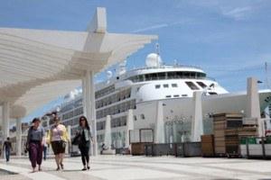 Muelle-uno-en-el-puerto-de-Malaga,-costa-del-sol