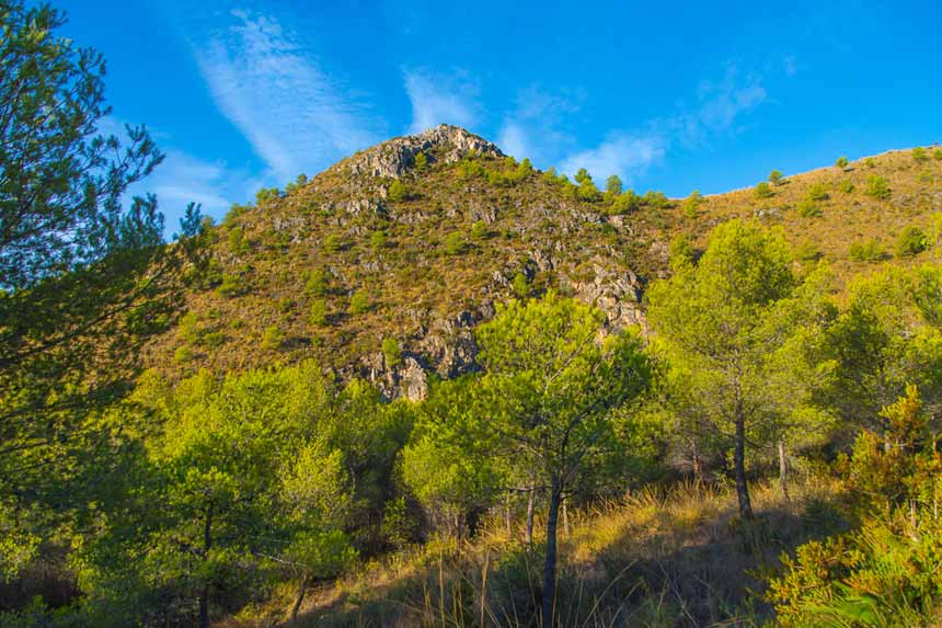 preciosa vista panoramica del parque natural de la sierra de Tejada en Nerja