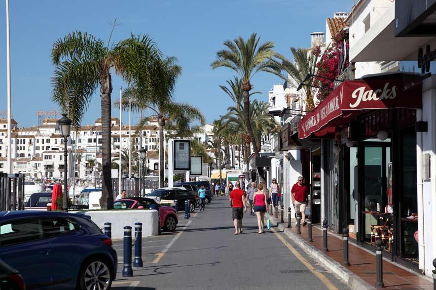 Paseo Maritimo en Puerto Banus , Marbella