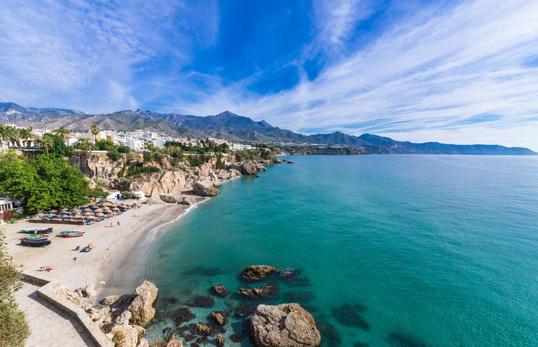 Playa del Pino: Qué ver y hacer en Nerja? Descúbrelo en la guía ...