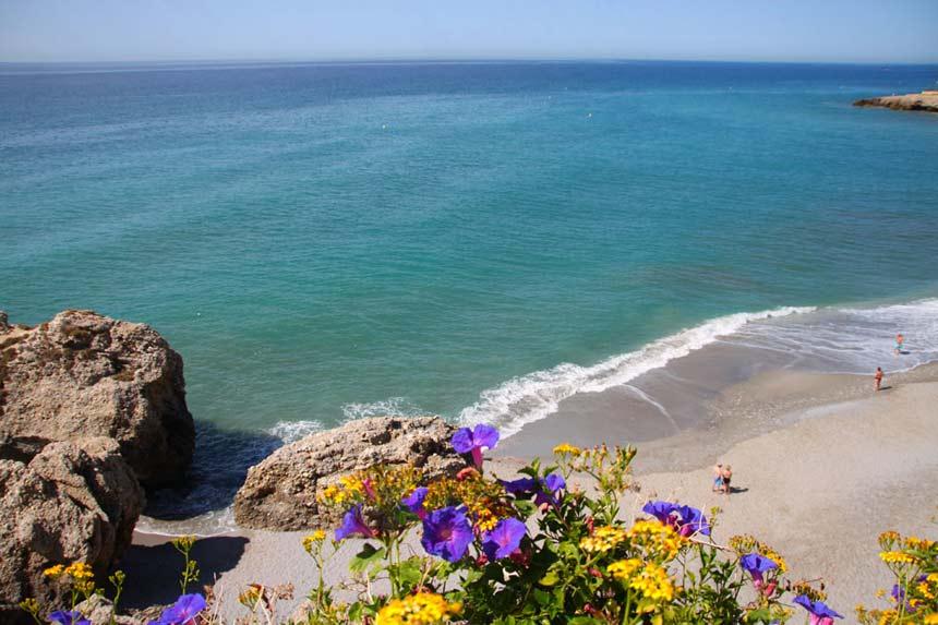 playa de maro en nerja