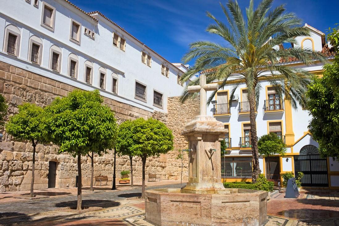 Plaza Casco historico Alcazaba y Murallas de Marbella