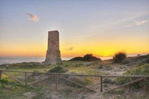 Torre-de-los-ladrones-playa-de-Artola,-Marbella
