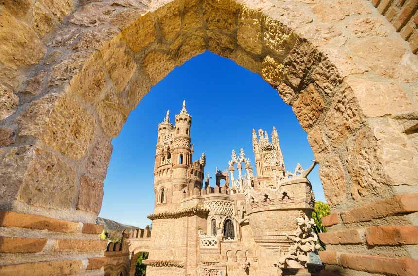 Vista-Castillo-de-Colomares,-Benalmadena,-Costa-del-Sol