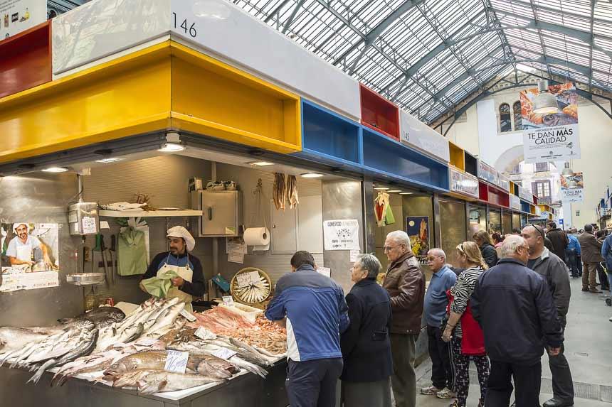 Puesto de pescado en el interior-Mercado Central de Málaga