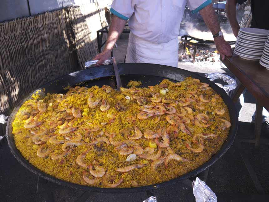 gran paella del restaurante ayo en la playa de Burriana