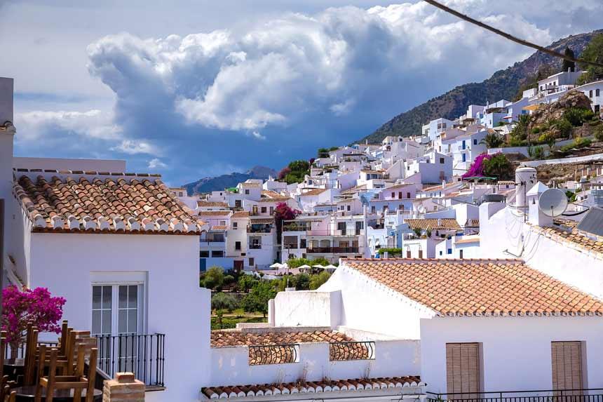 casas blancas del pueblo Frigiliana en la provincia de Malaga
