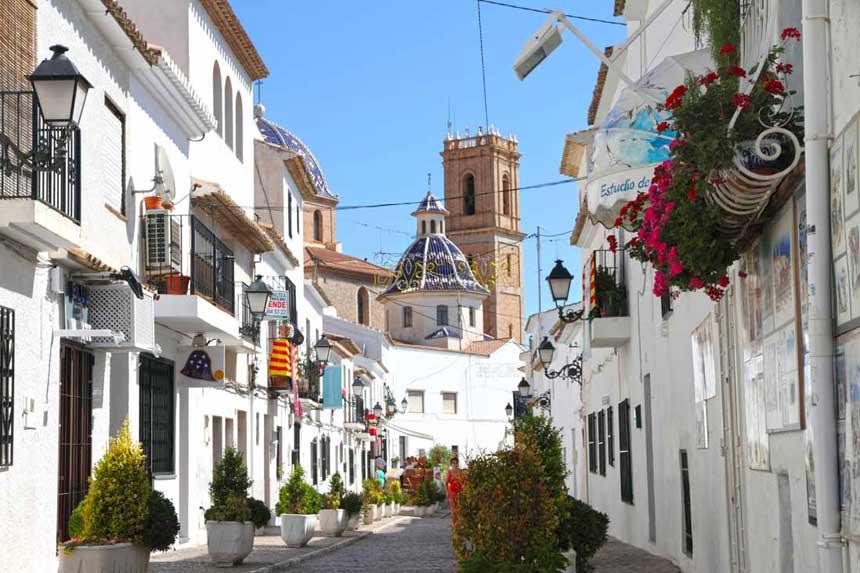 Altea-old-town-and-church-Nuestra-Señora-del-Consuelo