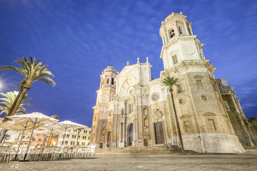 Catedral de Cadiz iluminada