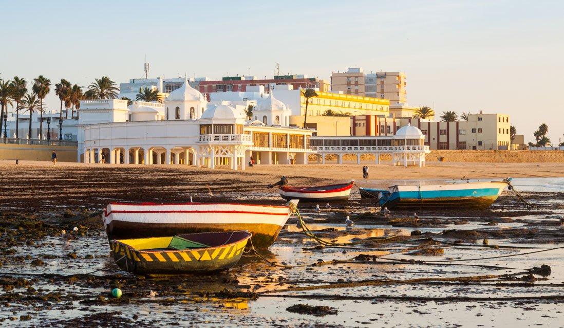 Barcos en la playa de La Caleta, Cadiz