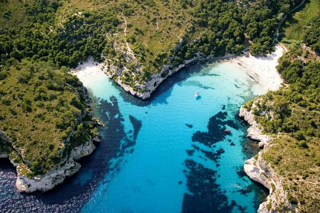 foto aerea de la playa macarella y macarelleta en menorca