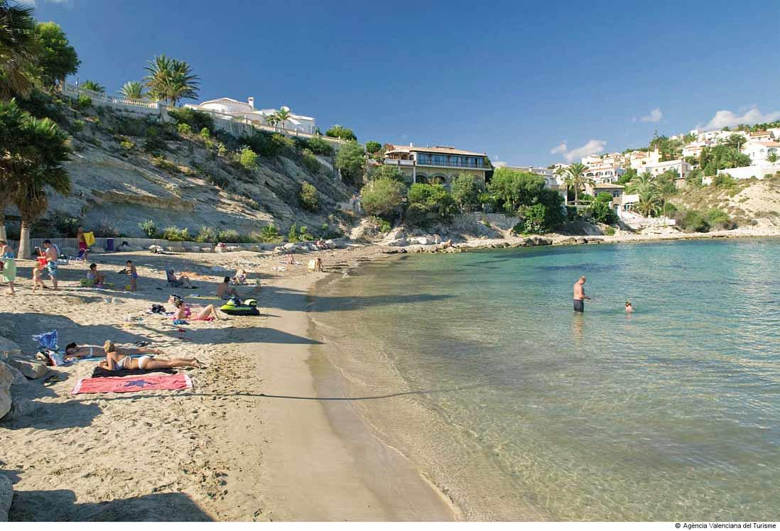 playa puerto blanco en Calpe Comunidad valenciana costa blanca