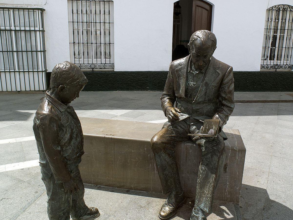 Estatua de José Saramago en la Plaza de España, Conil de la Frontera