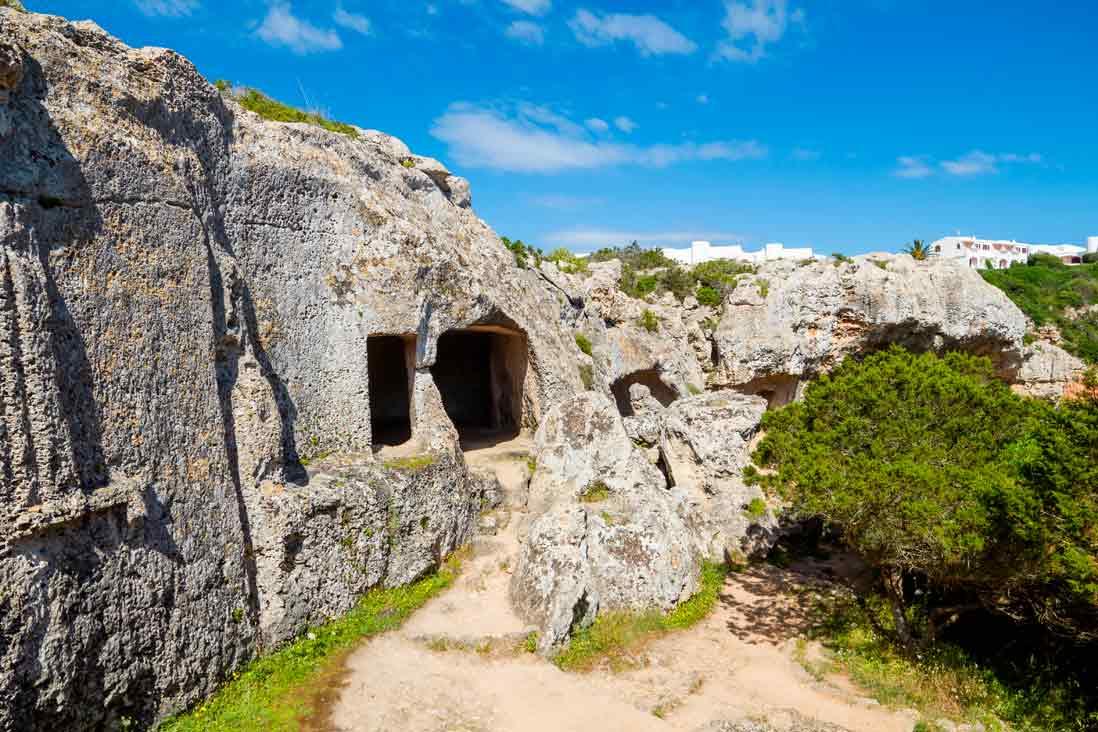 Cuevas de la Necropolis talayonica de Cala Morell de Menorca