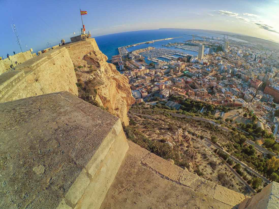 Panoramica desde lo alto del Castillo de Santa Barbara en Alicante