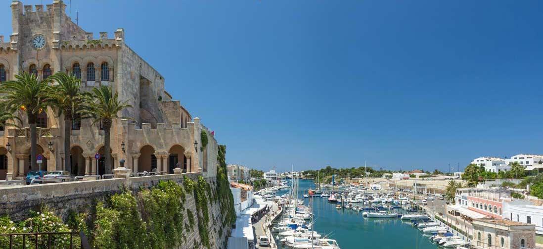Plaza-del-borne-Ciutadella-Menorca