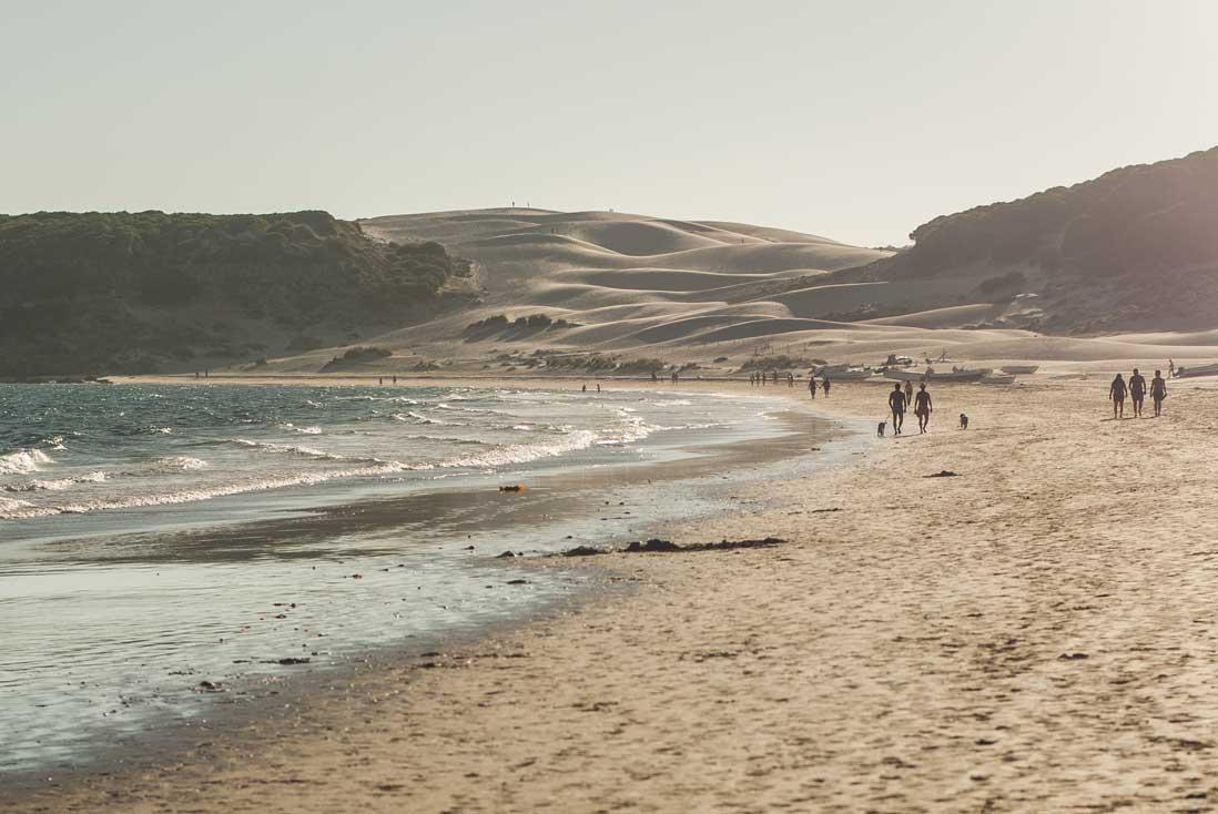 Imagen de la Playa-de-Bolonia,-Tarifa con la gran duna al fondo