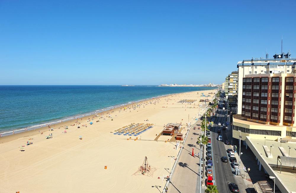 Vista aerea de la Playa de la Victoria, Cadiz