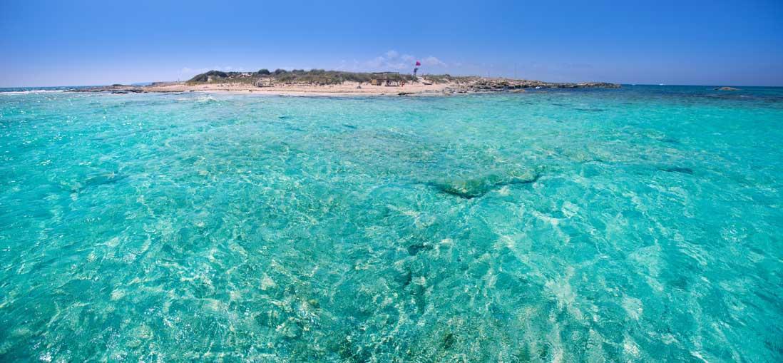 Playa ses illetes y isla Espalmador en Formentera