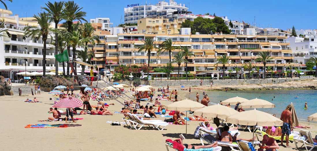 playa ses figueretas ibiza ciudad