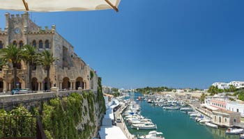 Vista panoramica del Puerto de Ciutadela en Menorca