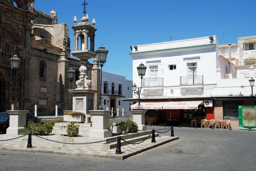 plaza de España frente a la iglesia mayor del Puerto de Santa Maria