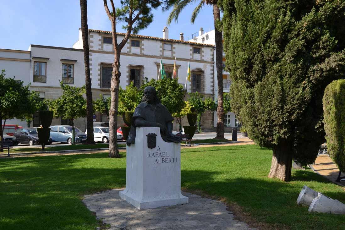 estatua de Rafael Alberti en Puerto de Santa Maria