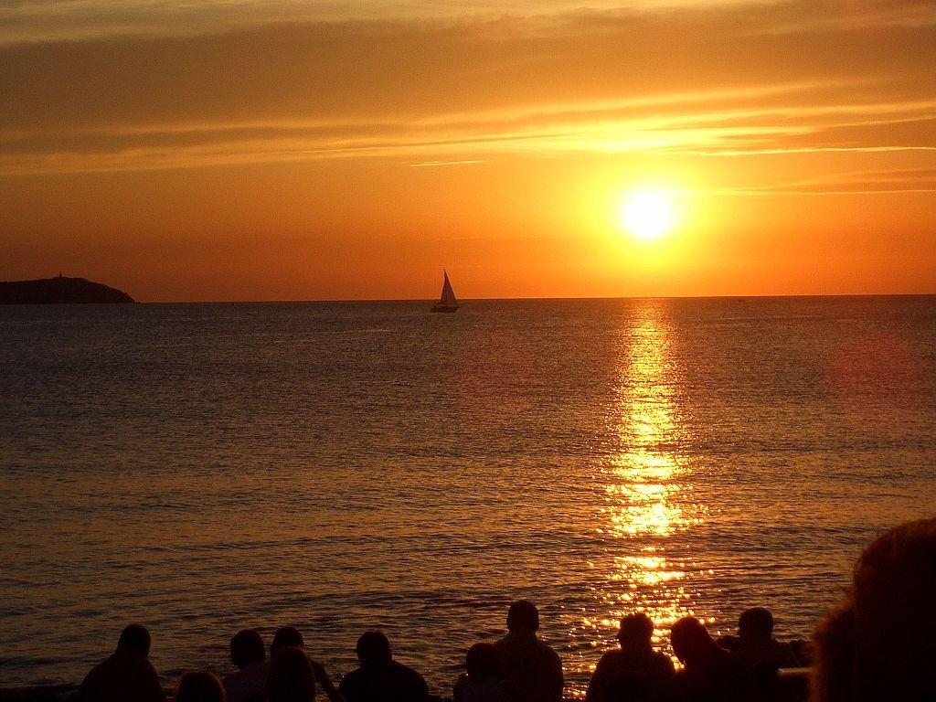 Sunset,_cafe_del_mar,_ibiza_(14215189)