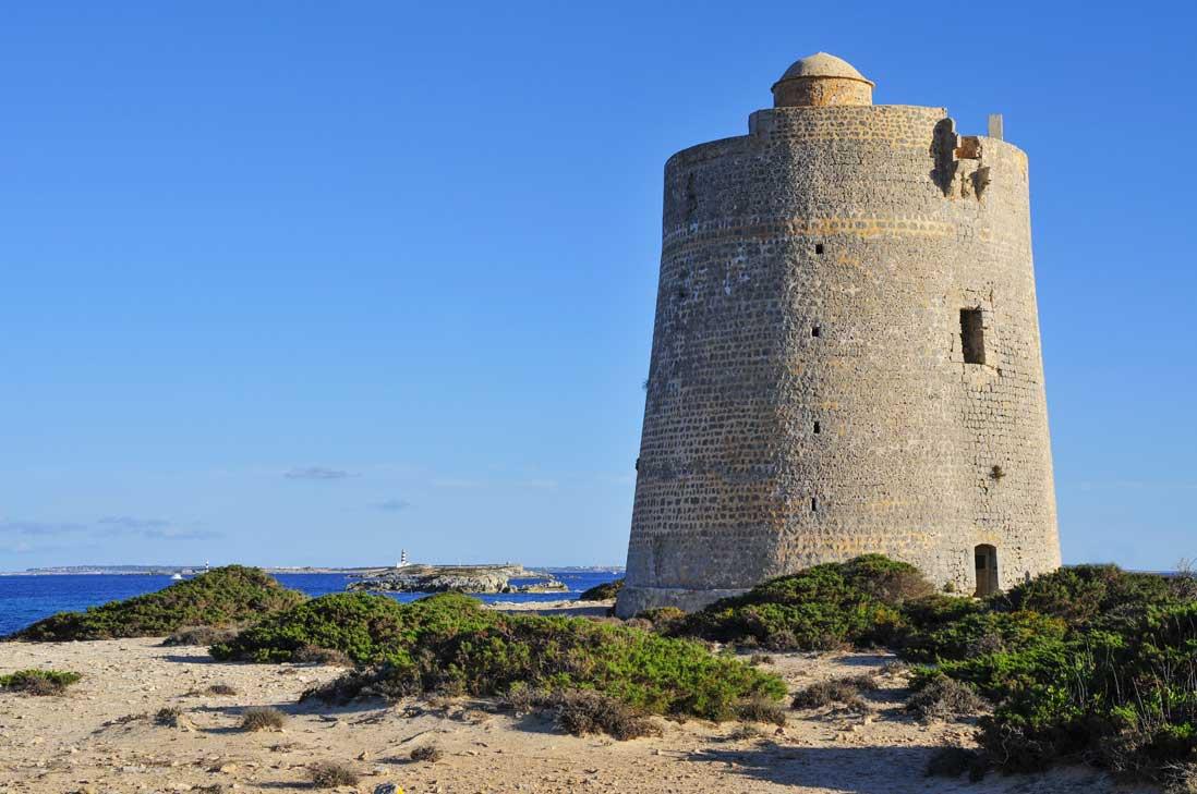 Torre de Ses Portes en Sant Josep de Sa Talia Junto al Mar Mediterraneo