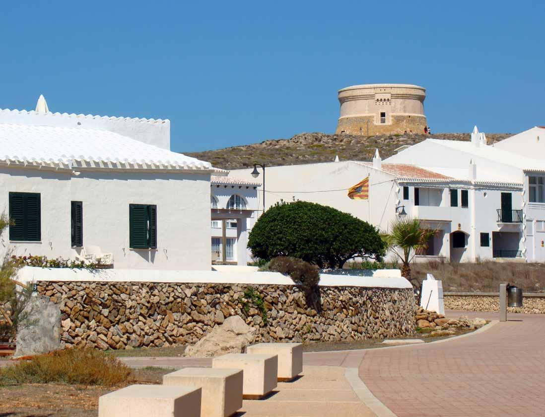 Vista desde el pueblo de la Torre Fornells Menorca islas Baleares