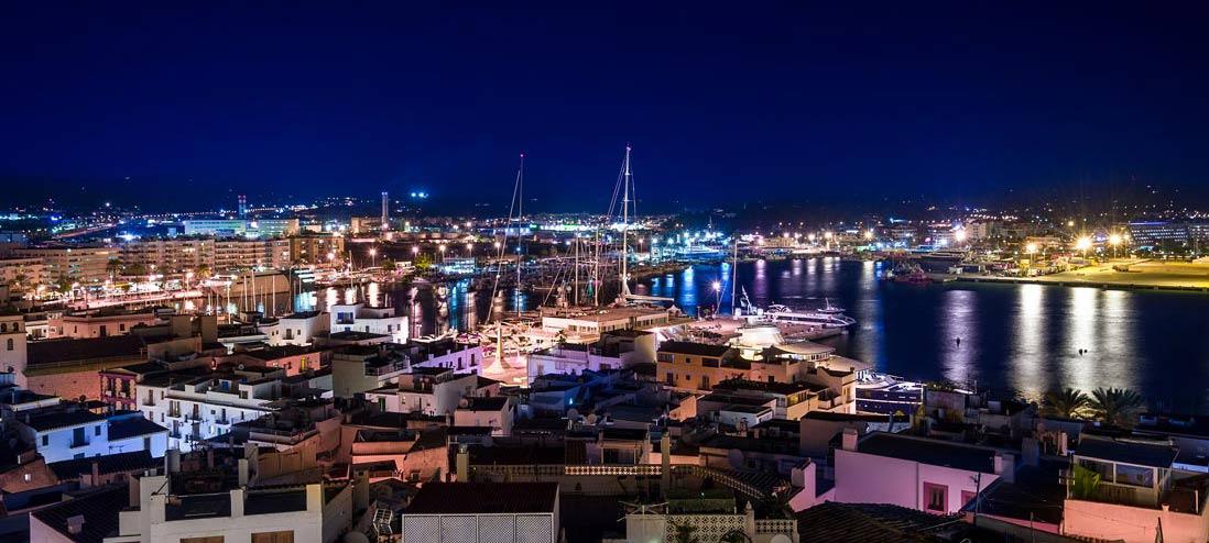 puerto de Ibiza al anochecer