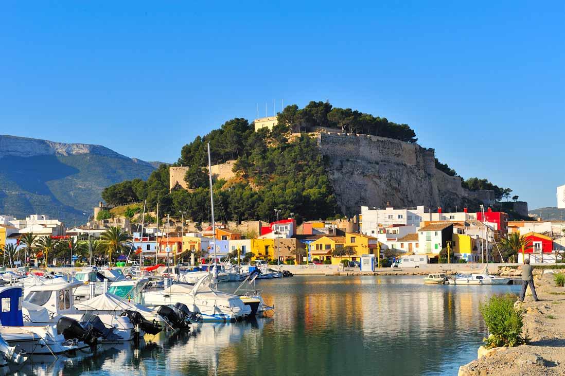 Castillo de denia junto al puerto
