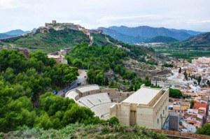 teatro y castillo de Sagunto junto a la ciudad