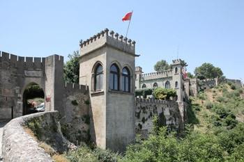 Murallas del gran Castillo de Xàtiva en la comunidad valenciana