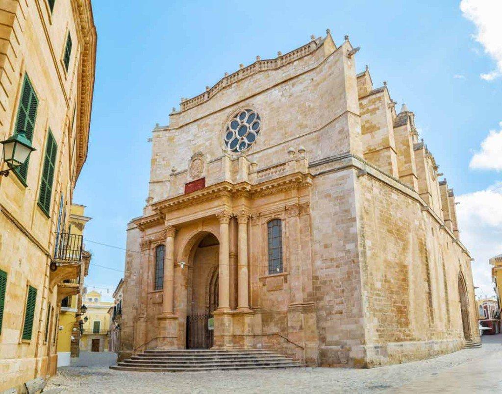 fachada principal de la catedral de ciutadella en menorca