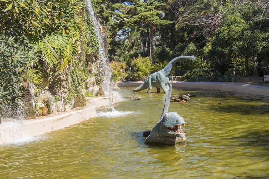 cascadas y dinosaurios en el parque genoves de Cadiz
