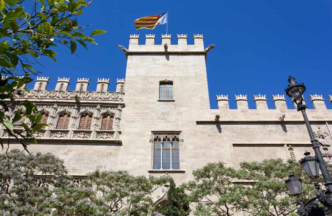 fachada de la lonja de la seda en Valencia