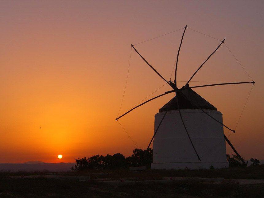 puesta de sol en los antiguo molino de Viento de Vejer de la Frontera
