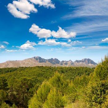 preciosa vista panoramica de la sierra de bernia en la costa blanca