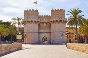Imprescindibles de Valencia fachada principal de las torres serrano en el centro de valencia