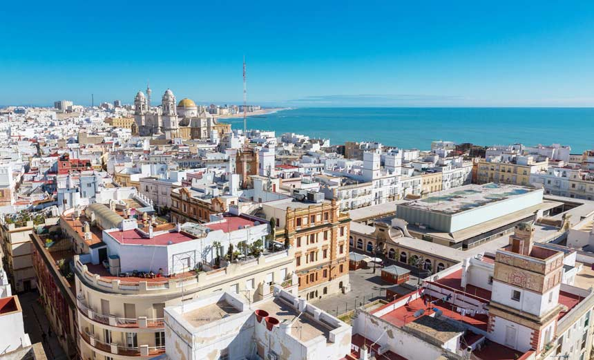 vista panoramica de la ciudad de cadiz y el barrio del Populo