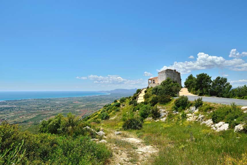 paisaje Alcocéber con la Ermita de Santa Lucia la fondo